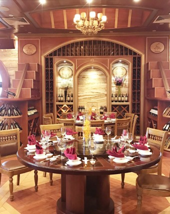 Hầm rượu Tân Sơn Nhất